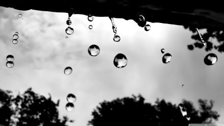 raindrops_3-wallpaper-1366x768